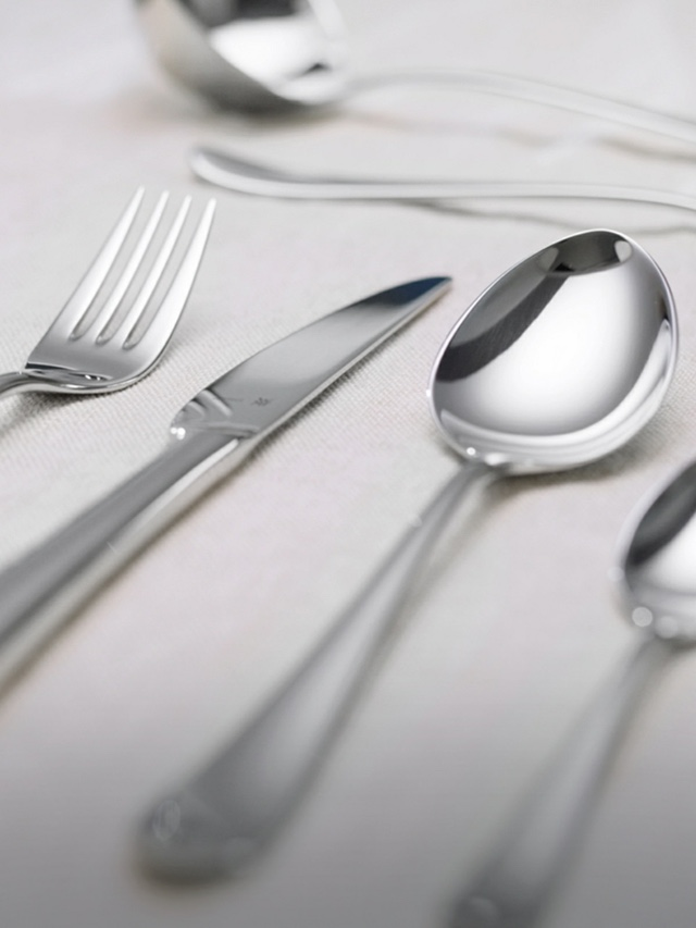 Çatal kaşık bıçak setlerinin günlük kullanıma uygun olması, ne sıklıkta kullanıldığından ve bulaşık makinesinde yıkanıp yıkanmamasından bağımsız olarak uzun yıllar sonra bile güzel görünümünü koruması gerekir.