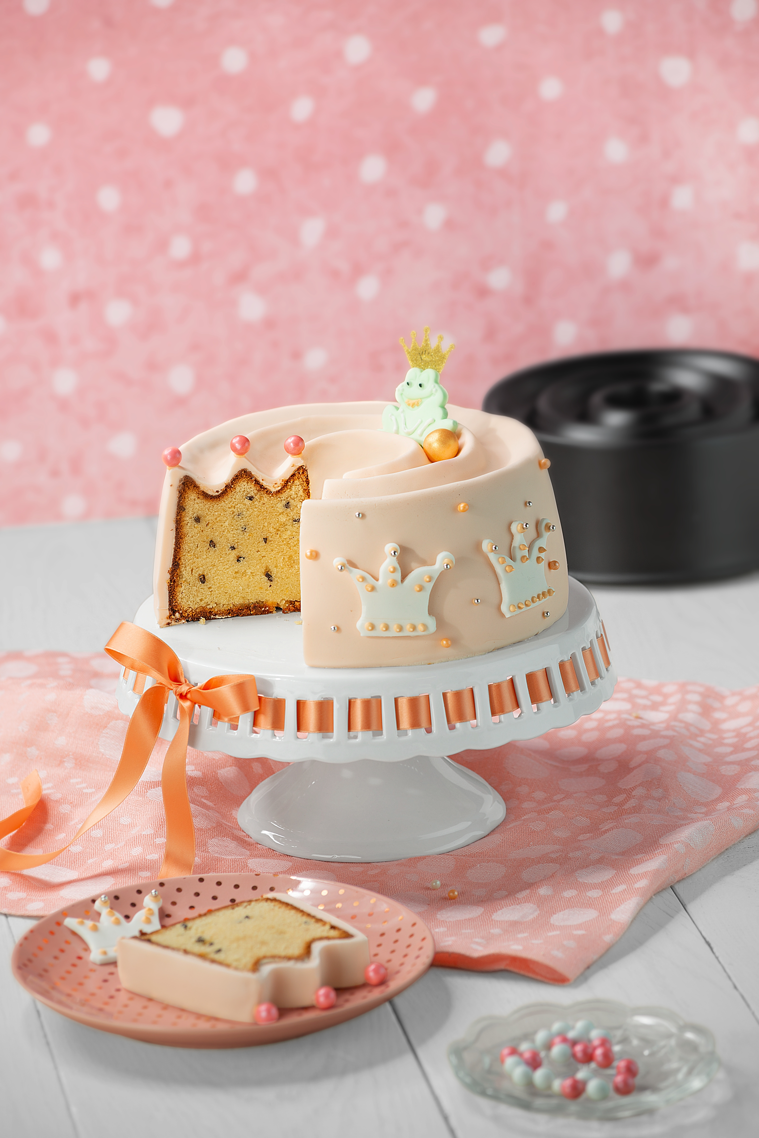 Kaiser Inspiration Taç Şekilli Borulu 22cm Kek Kalıbı: İlham dolu kekler ve pastalar